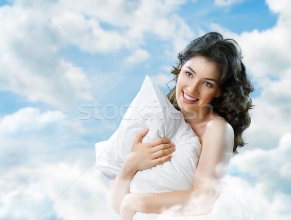 Virrasztás felfelé lány tart puha párna Stock fotó © choreograph