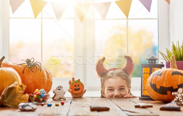 Fille bonbons halloween cute peu enfant Photo stock © choreograph