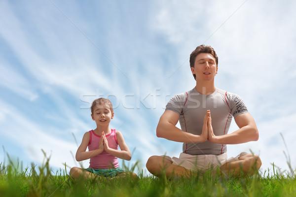 йога трава отец дочь парка человека Сток-фото © choreograph
