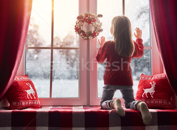 Meisje vergadering venster vrolijk christmas gelukkig Stockfoto © choreograph