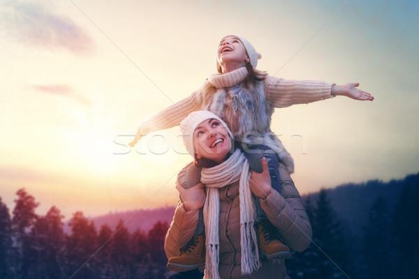 Stockfoto: Familie · winterseizoen · gelukkig · liefhebbend · moeder · kind