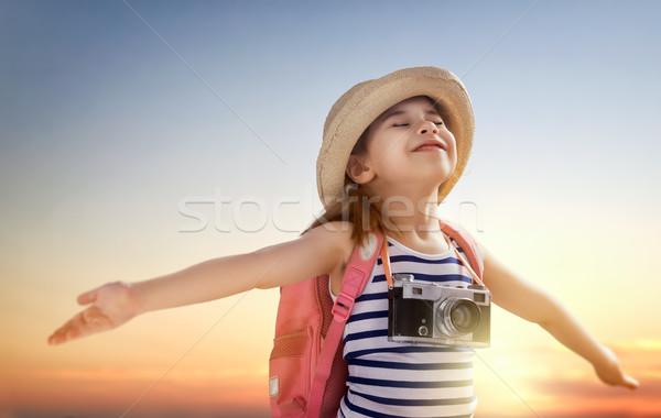 Weinig reiziger meisje hemel gelukkig zon Stockfoto © choreograph