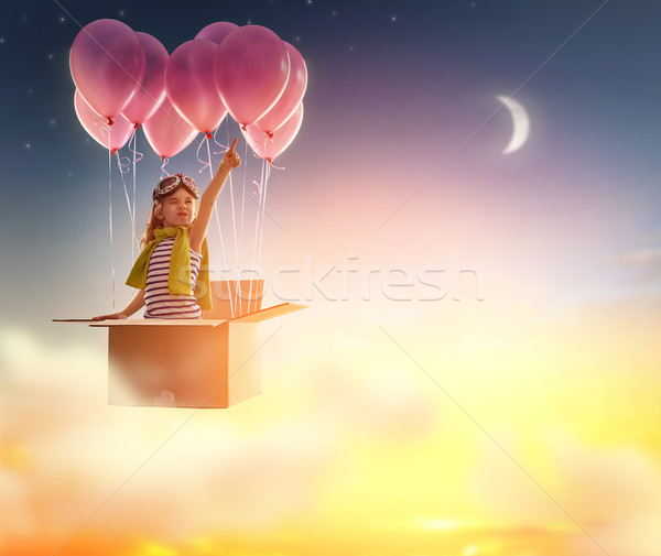 Foto stock: Jornada · criança · menina · pôr · do · sol · verão · caixa