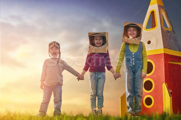 çocuklar oyuncak roket oynama Stok fotoğraf © choreograph