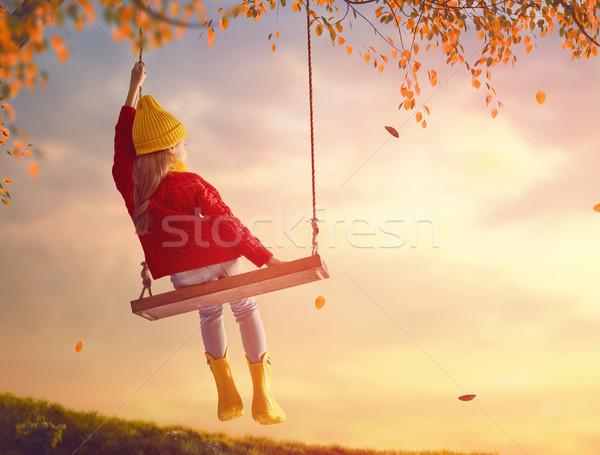 Foto d'archivio: Ragazza · swing · felice · bambino · tramonto · caduta