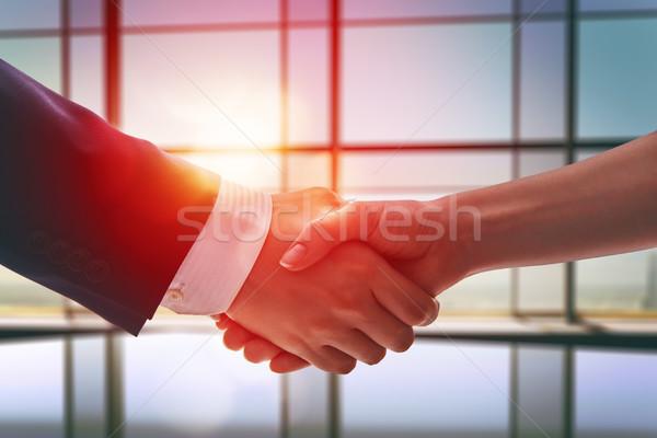 Kézfogás üzletemberek sikeres tárgyalás üzlet iroda Stock fotó © choreograph