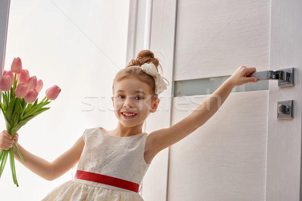 Nina ramo dulce nino tulipanes feliz Foto stock © choreograph