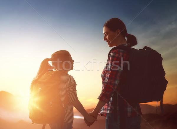 Mutter Kind genießen Reise zwei Sonnenuntergang Stock foto © choreograph