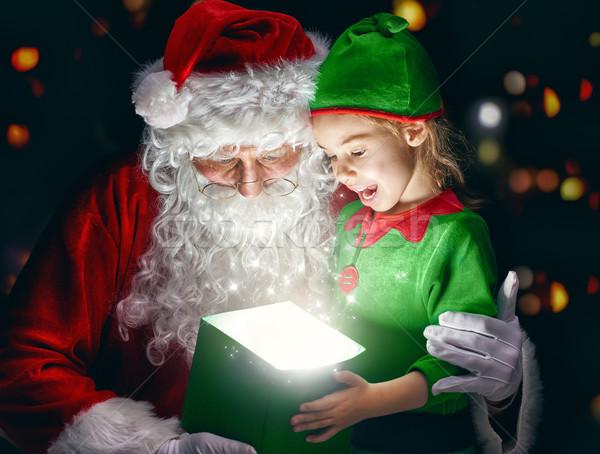 Kerstman meisje cute opening magie geschenkdoos Stockfoto © choreograph