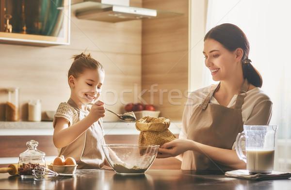 Caseiro comida pequeno ajudante feliz amoroso Foto stock © choreograph