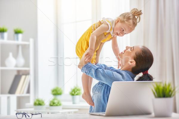 Stock fotó: Anya · kisgyerek · dolgozik · fiatal · gyermek · számítógép