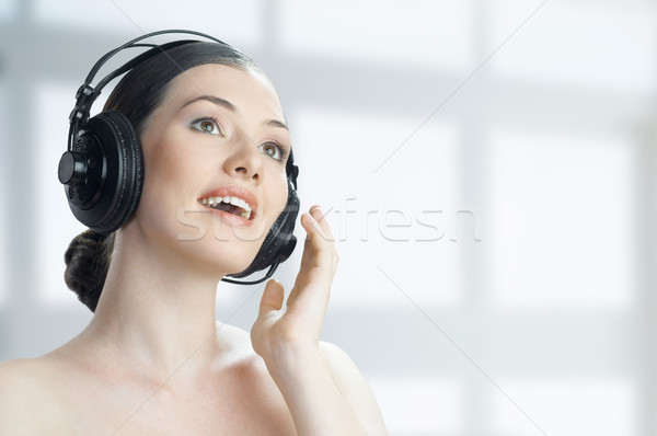 девушки наушники технологий весело молодые голову Сток-фото © choreograph