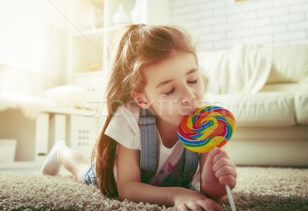 Menina alimentação doce engraçado criança casa Foto stock © choreograph
