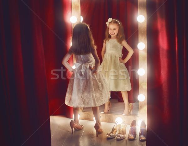 Zdjęcia stock: Cute · mały · szczęśliwy · dziecko · dziewczyna