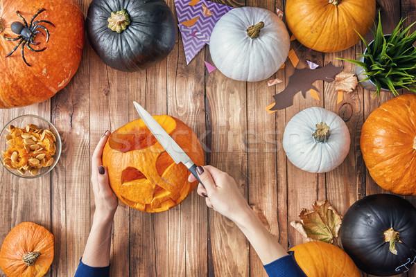 Femme citrouille heureux halloween table maison Photo stock © choreograph