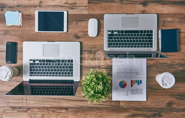 Zdjęcia stock: Dwa · laptopy · widoku · górę · komputera · kawy