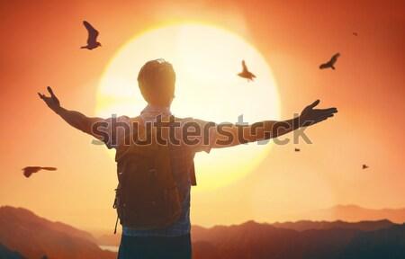 Viajante mochila moço olhando pôr do sol estrada Foto stock © choreograph