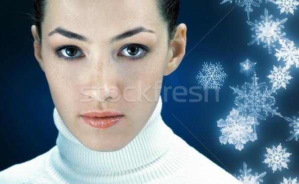 Frio nevasca jovem assistindo cara olhos Foto stock © choreograph