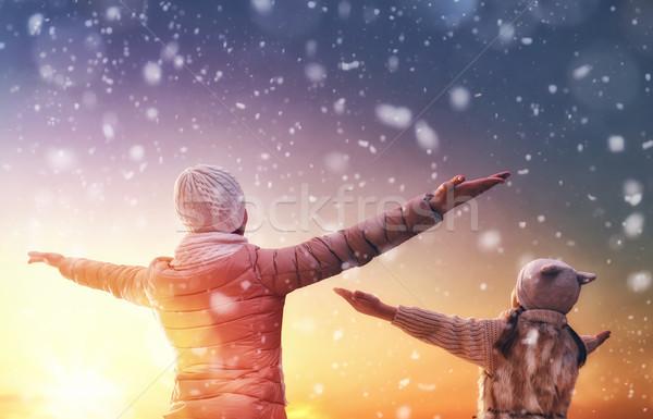 Zdjęcia stock: Rodziny · sezon · zimowy · szczęśliwy · kochający · matka · dziecko
