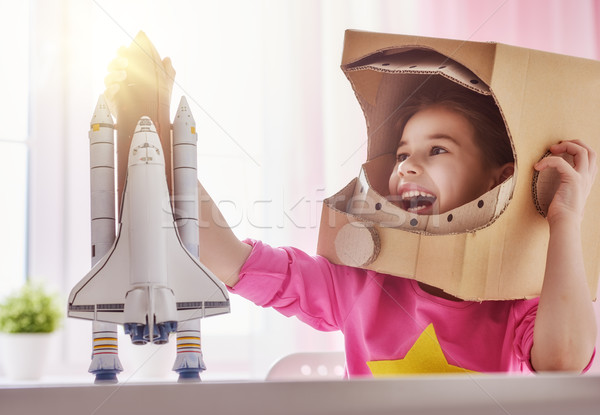 Meisje astronaut kostuum kind speelgoed raket Stockfoto © choreograph