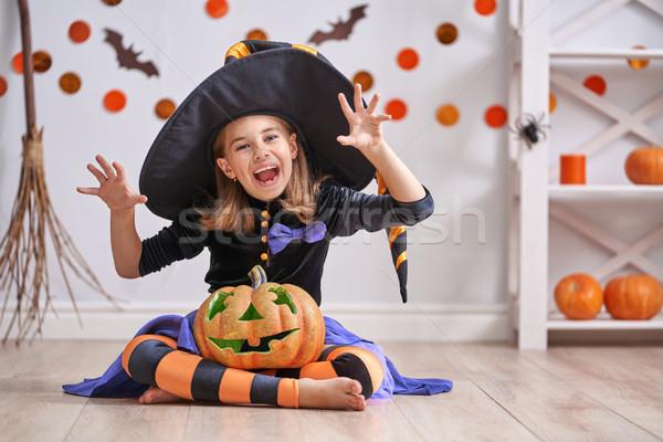 Menina bruxa traje feliz halloween bonitinho Foto stock © choreograph