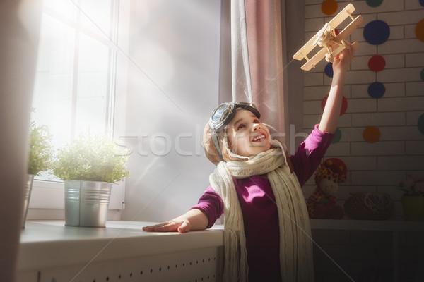 Fille jouer jouet avion heureux enfant Photo stock © choreograph
