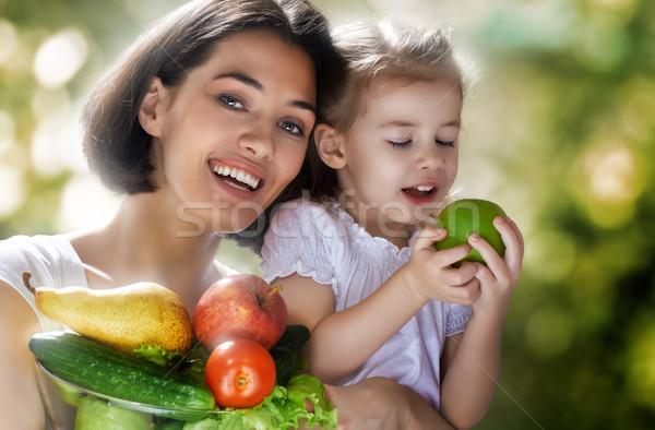 Stok fotoğraf: Sağlıklı · beslenme · gıda · mutlu · aile · taze · sebze · kız · doğa