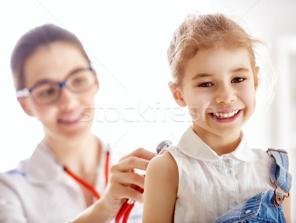 Stockfoto: Arts · onderzoeken · kind · meisje · ziekenhuis · kantoor