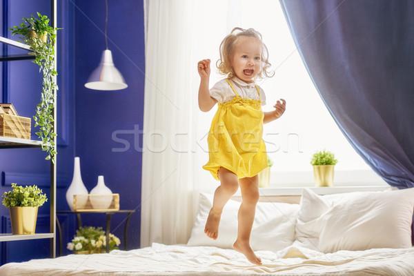 Stock fotó: Gyermek · nevet · ugrik · gyönyörű · mosolyog · aranyos