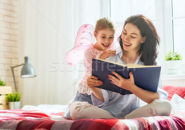 Anya olvas könyv csinos fiatal lánygyermek Stock fotó © choreograph
