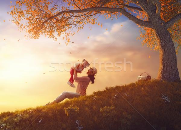 Anne çocuk oynama açık havada kız birlikte Stok fotoğraf © choreograph