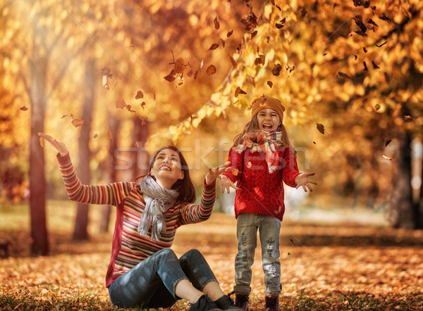 Сток-фото: счастливая · семья · осень · ходьбы · матери · дочь · ходьбе