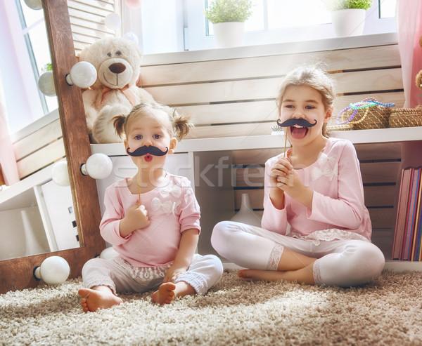 Foto d'archivio: Ragazze · carta · accessori · divertente · famiglia · giocare