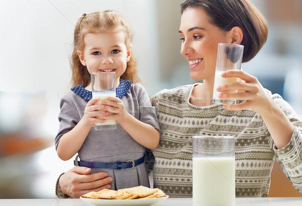 Egészséges étel lány iszik tej konyha család Stock fotó © choreograph