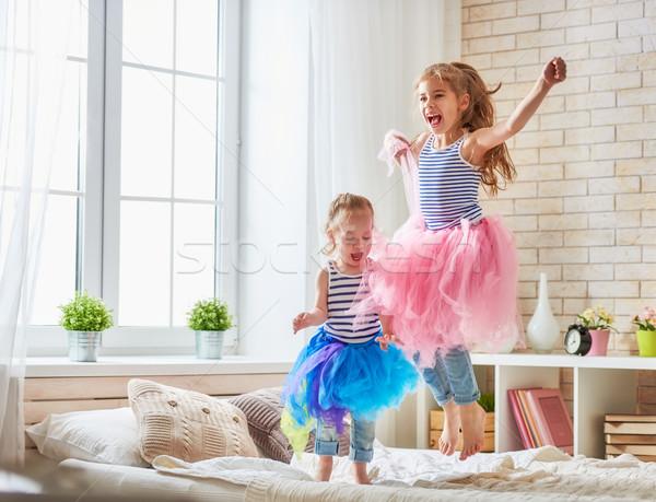 Nővérek ugrik ágy kettő aranyos gyerekek Stock fotó © choreograph