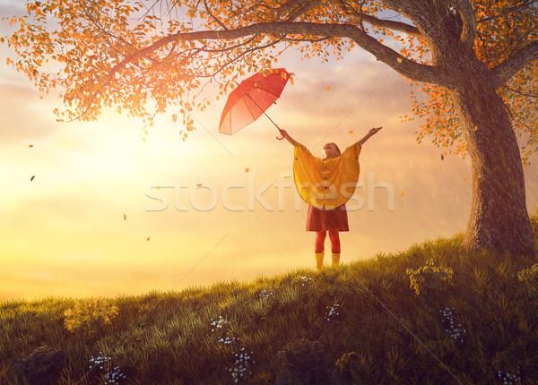 Enfant rouge parapluie heureux drôle automne Photo stock © choreograph