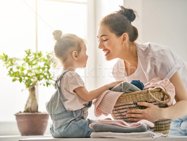 Familie wasserij home mooie jonge vrouw kind Stockfoto © choreograph