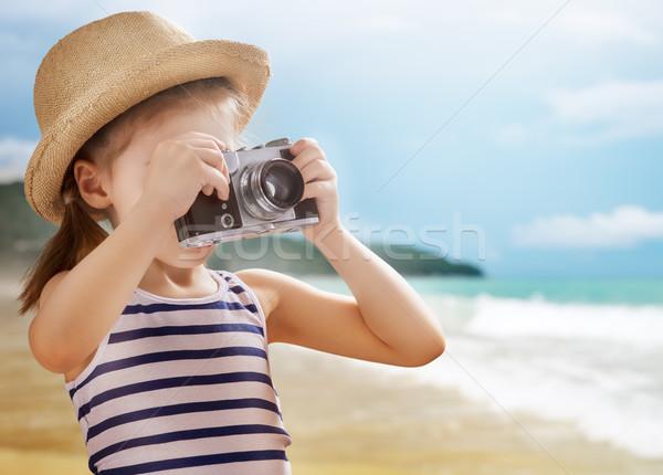 Weinig reiziger meisje strand meisje zee Stockfoto © choreograph