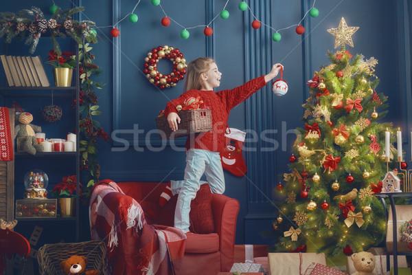 Lány karácsonyfa vidám karácsony boldog ünnepek Stock fotó © choreograph