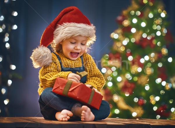 Menina apresentar alegre natal feliz férias Foto stock © choreograph