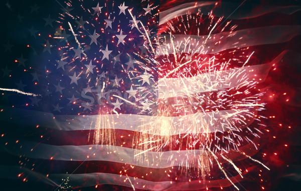 Amerykańską flagę fajerwerków patriotyczny wakacje USA Zdjęcia stock © choreograph