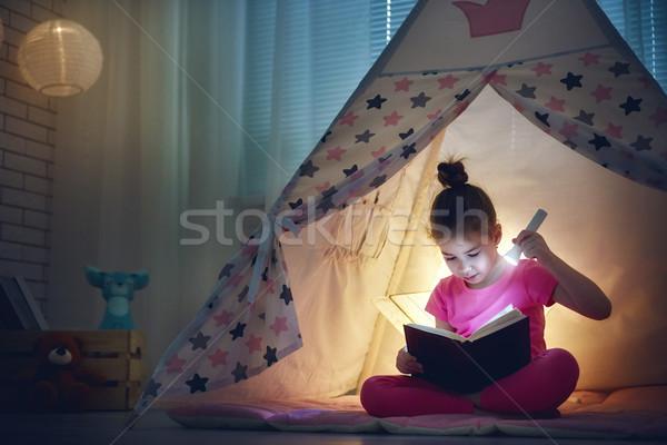 Stock fotó: Lány · otthon · aranyos · kicsi · gyermek · olvas
