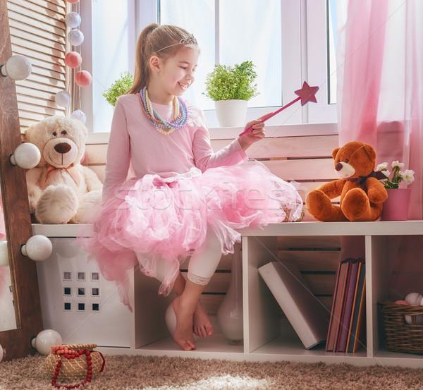 Nina varita mágica niña feliz osito de peluche casa funny Foto stock © choreograph