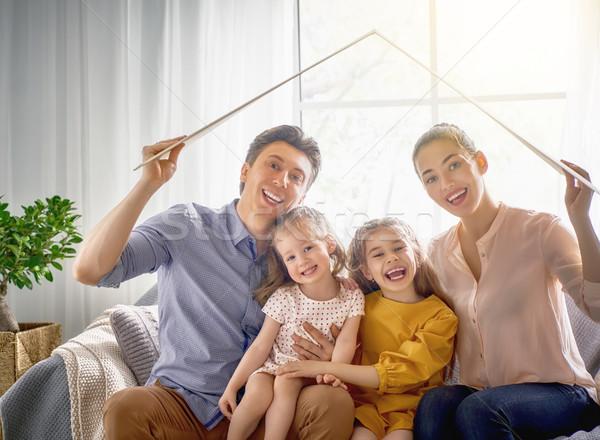 Konut genç aile anne baba çocuklar Stok fotoğraf © choreograph