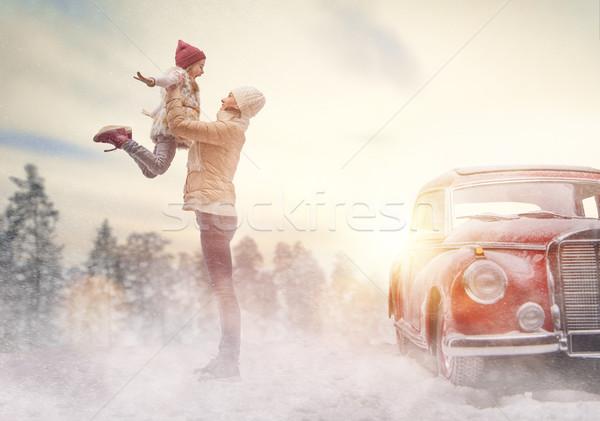 Moeder kind oldtimer avontuur gelukkig gezin ontspannen Stockfoto © choreograph
