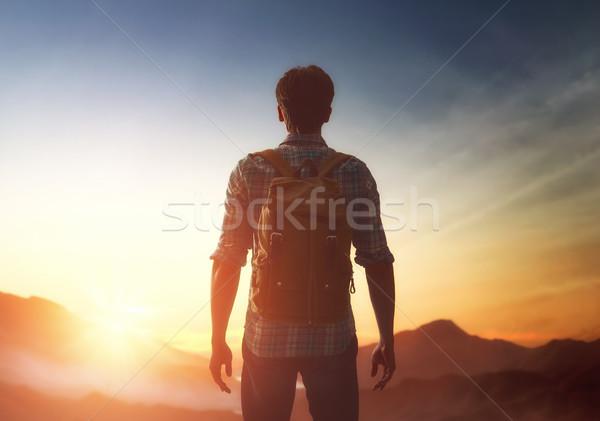 旅人 リュックサック 若い男 見える 日没 男 ストックフォト © choreograph