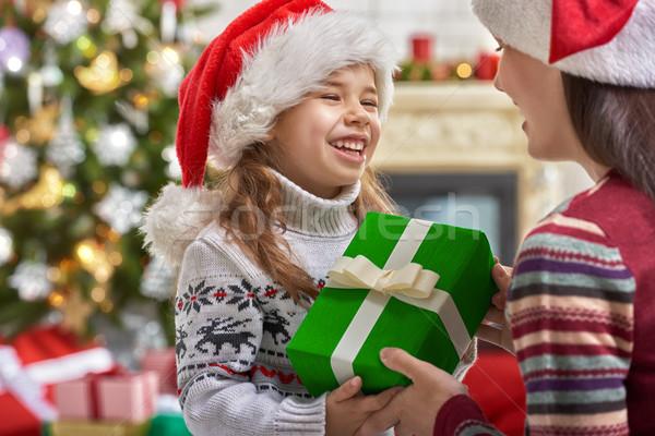Familia Navidad celebración madre hija regalos Foto stock © choreograph