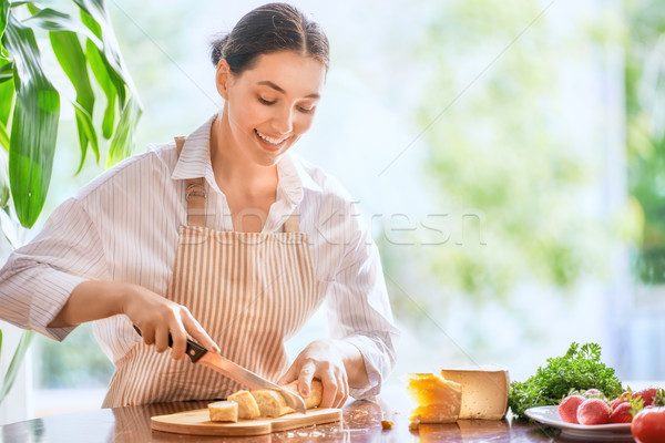 Stok fotoğraf: Kadın · ekmek · peynir · aile · kahvaltı
