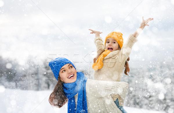Anne çocuk kız kış yürümek mutlu aile Stok fotoğraf © choreograph