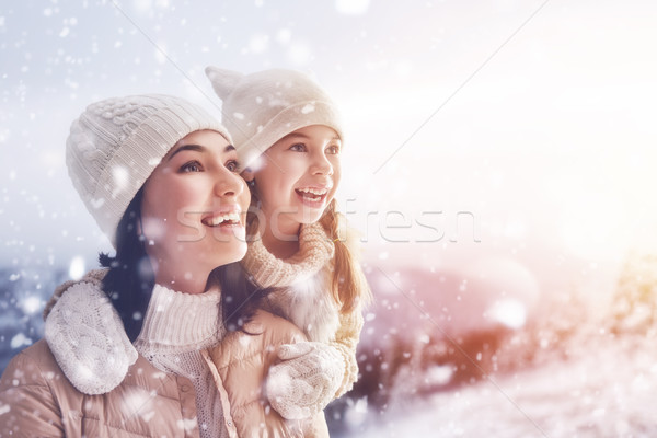 Família temporada de inverno feliz amoroso mãe criança Foto stock © choreograph
